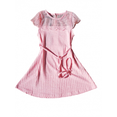 schattig roze jurkje met kanten details