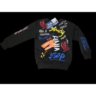 stoere zwarte sweater met kleurtjes tekst