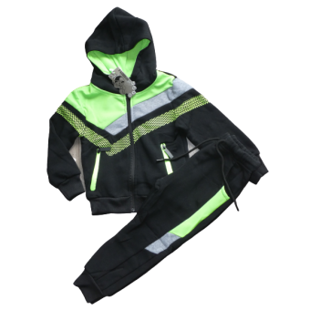 Stoer groen met zwart joggingpak