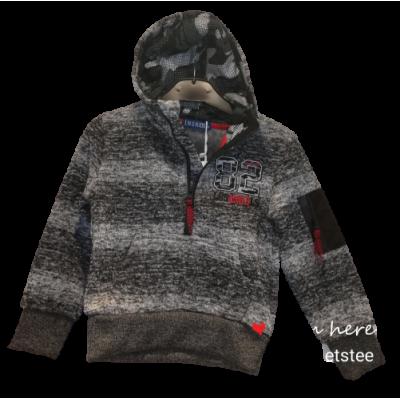 zwart grijs met rode warme sweater